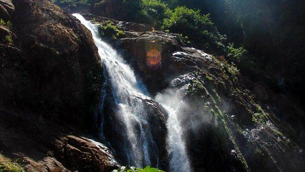 Wasser Felswand