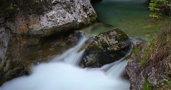 Fels im Wasserfall